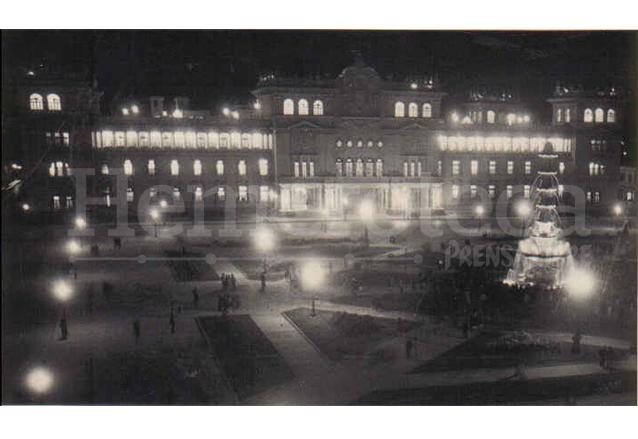 El Palacio Nacional totalmente iluminado el día de su inauguración el 10 de noviembre de 1943. (Foto: Hemeroteca PL)