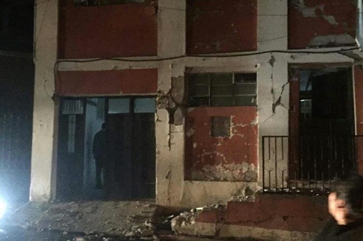 La casa parroquial de San Marcos sufrió daños en su fachada.