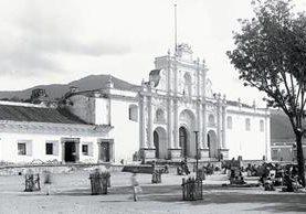 TEMPLO SAN José Catedral, la Antigua Guatemala. Fotografía del japonés Kohei Yasu, quien adoptó el nombre en español de Juan José de Jesús Yas (1846-1917). Parte de la obra de este artista está en custodia de CIRMA. (FOTO PRENSA LIBRE: HEMEROTECA PL).