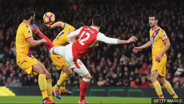 """Olivier Giroud marcó el gol """"más bello"""" del año frente al Crystal Palace. (Foto Prensa Libre: BBC Mundo)"""