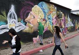 Un grupo de artistas plasmó su arte en muros de Cobán. (Foto Prensa Libre: Eduardo Sam)
