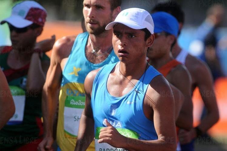 Érick Barrondo durante la competencia de los 20 kilómetros marcha en Río de Janeiro. (Foto Prensa Libre: Jeniffer Gómez)