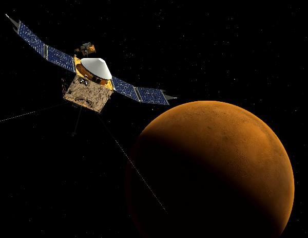 Una maqueta virtual muestra la nave espacial MAVEN en órbita alrededor de Marte.