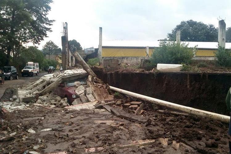 Muro que colapsó por lluvia en El Socobal, Chimaltenango. (Foto Prensa Libre: Conred).