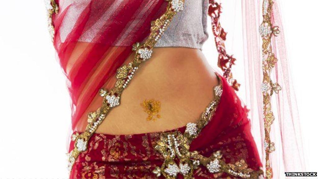 El sari está permitido, aunque muestre parte del abdomen. (PRESS EYE)