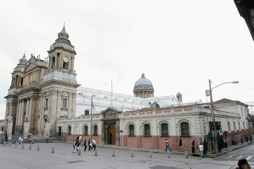 El colegio funcionó durante más de 200 años a un costado de la Catedral. (Foto: Hemeroteca PL)
