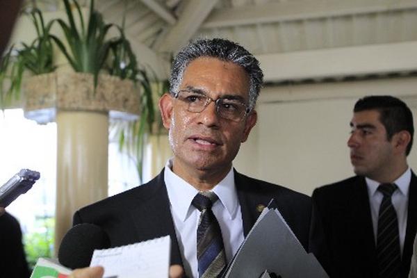 <p>Carlos Muñoz, jefe de la Superintendencia de Administración Tributaria,  defendió  ayer la renta de oficinas por US$4.1 millones en el edificio Dubai. (Foto Prensa Libre: Edwin Bercián).<br></p>