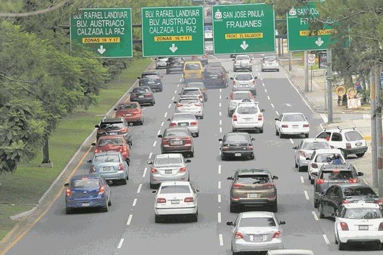 Todos los días nos exponemos a millones de sustancias tóxicas que emiten los vehículos y causan enfermedades. (Foto Prensa Libre: Hemeroteca PL)