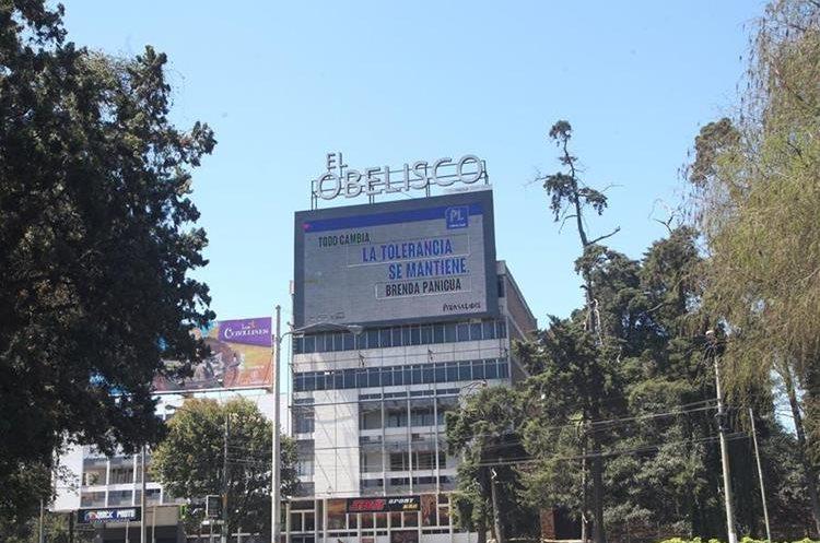 La honestidad, respeto, tolerancia, cooperación, fueron algunos de los valores que escribieron los guatemaltecos en una pantalla gigante.
