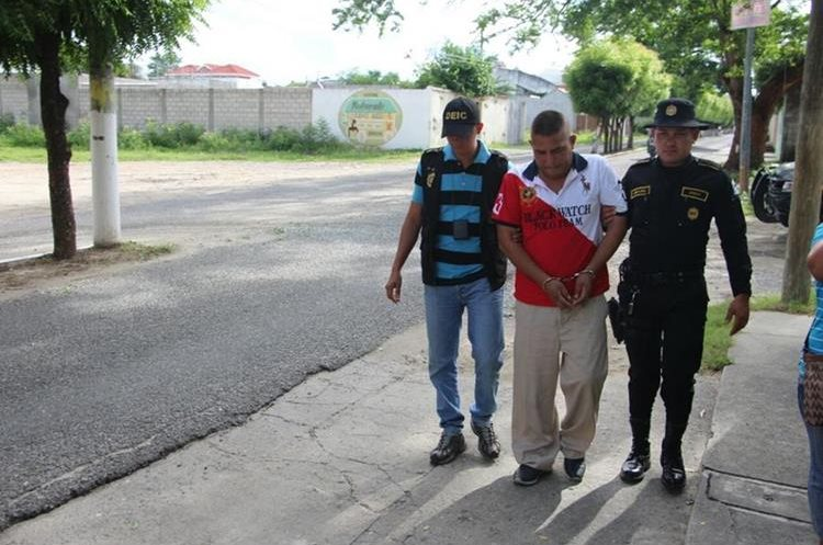 Rony Franco al momento de ser capturado en Zacapa. (Foto Prensa Libre: PNC)