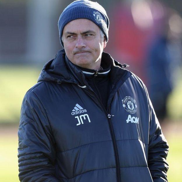 Jose Mourinho fue expulsado en el partido contra el West Ham, la segunda vez que es suspendido esta temporada. (Foto Prensa Libre: Getty Images)