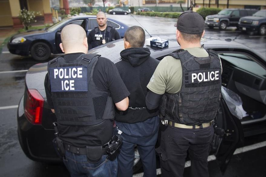 La orden de Trump faculta la contratación de 15 mil agentes de seguridad. (Foto Prensa Libre: AP)