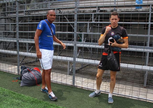 Juliano Rangel, de azul, trabajó hoy con Xelajú, jugará el sábado contra los cremas, antes de dejar al equipo. (Foto Prensa Libre: Carlos Ventura).