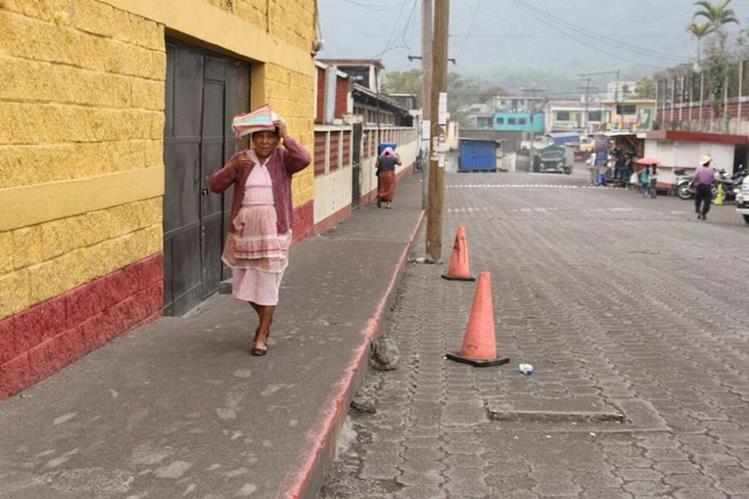 Los vecinos de San Pedro Yepocapa, Chimaltenango, temen daños por la ceniza del Volcán de Fuego, (Foto Prensa Libre: Víctor Chamalé)