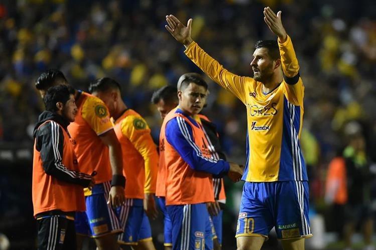 Gignac sufrió un fuerte golpe que podría dejarlo sin jugar la final de vuelta. (Foto Prensa Libre: AFP)