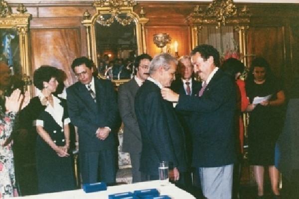 yuri knórozov recibió la Gran Medalla de Oro  en Guatemala, en 1989.