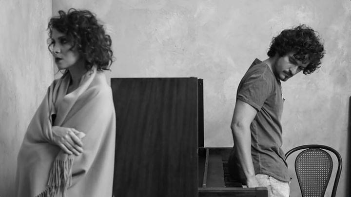El video de 3 minutos con 45 segundos fue grabado en un estudio de Miami. (Foto Prensa Libre: Tomada de Facebook)