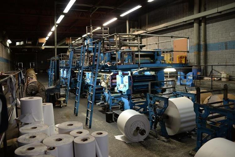 La maquinaria del diario El Tiempo ha dejado de funcionar por tiempo indefinido.(Foto Prensa Libre: AFP).