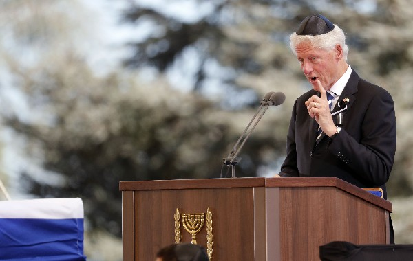 Bill Clinton pronuncia un discurso durante el funeral de Shimon Peres.(AFP).