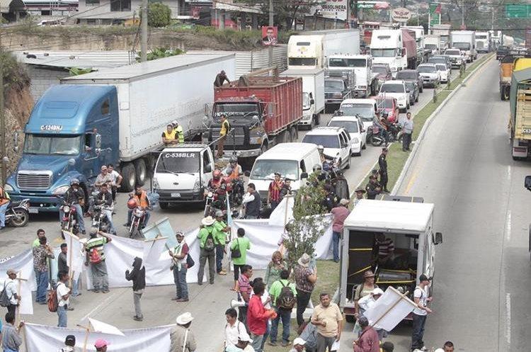 Empresarios han condenado los bloqueos, asegurando que generan pérdidas económicas no menores a los Q100 millones diarios. (Foto Prensa Libre: Hemeroteca PL)