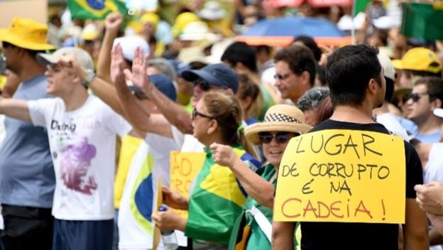 Las protestas en países como Brasil, Guatemala y Venezuela contra la corrupción no son escuchadas por autoridades, dice informe. (Foto: Hemeroteca PL)