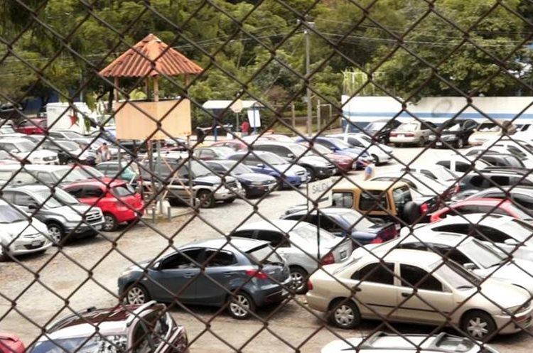 El parqueo es limitado y el valor es de Q20 a Q30. (Foto Prensa Libre: Jorge Ovalle).