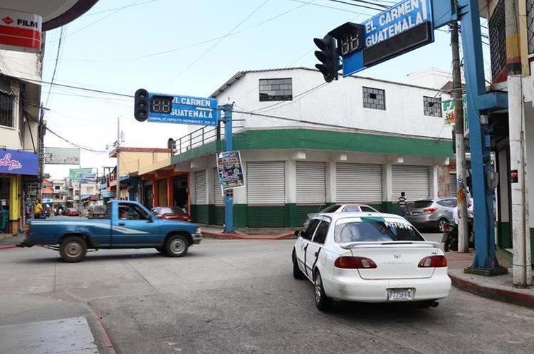La falta de semáforos ha complicado el tránsito en el área urbana. (Foto Prensa Libre: Whitmer Barrera)