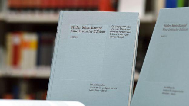 """La edición de """"Mi lucha"""" de IfZ incluye abundantes notas de los académicos que proporcionan contexto al libro. AFP"""