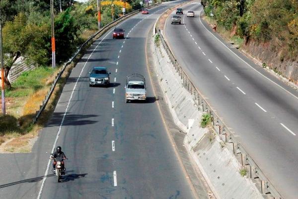 <p>Socorristas señalan que en el km 47.5 de la ruta Interamericana, Sumpango, donde han ocurrido asaltos. (Foto Prensa Libre: Víctor Chamalé) <br></p>