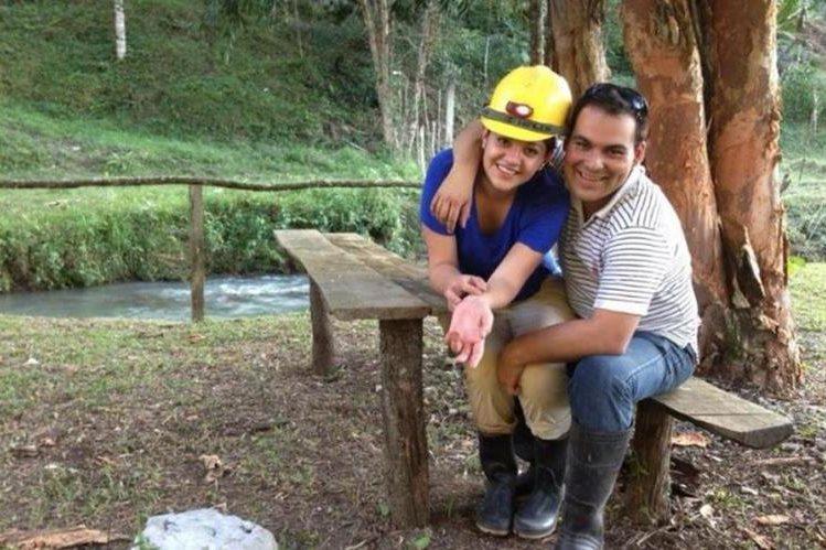 Según fiscales del MP, Banny Yhans Zambrano Llamas estranguló a su esposa Mitzie Alejandra Sánchez -inserto-. (Foto: Facebook)
