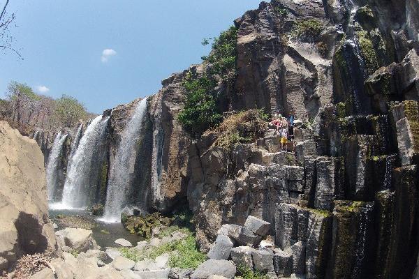 Panorámica de la imponente cascada en el oriente del país.