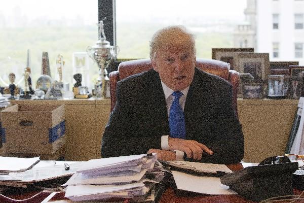 Donald Trump habla durante una entrevista Ccon AP. (Foto Prensa Libre:AP).