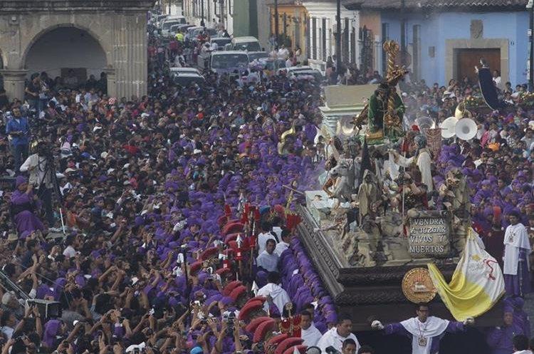 La Procesión de Jesús Nazareno de la Caída en Antigua Guatemala es una de las más concurridas durante la Cuaresma en Guatemala. (Foto: Hemeroteca PL/Óscar Rivas).
