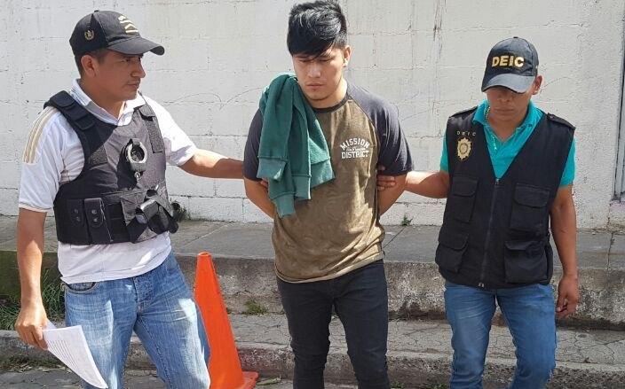 Rony Ventura Cumatz Alacam,capturado el 8 de septiembre de 2016, en km 30 Amatitlán, presunto responsable de difundir videos con pornografía. (Foto Prensa Libre: Hemeroteca PL)