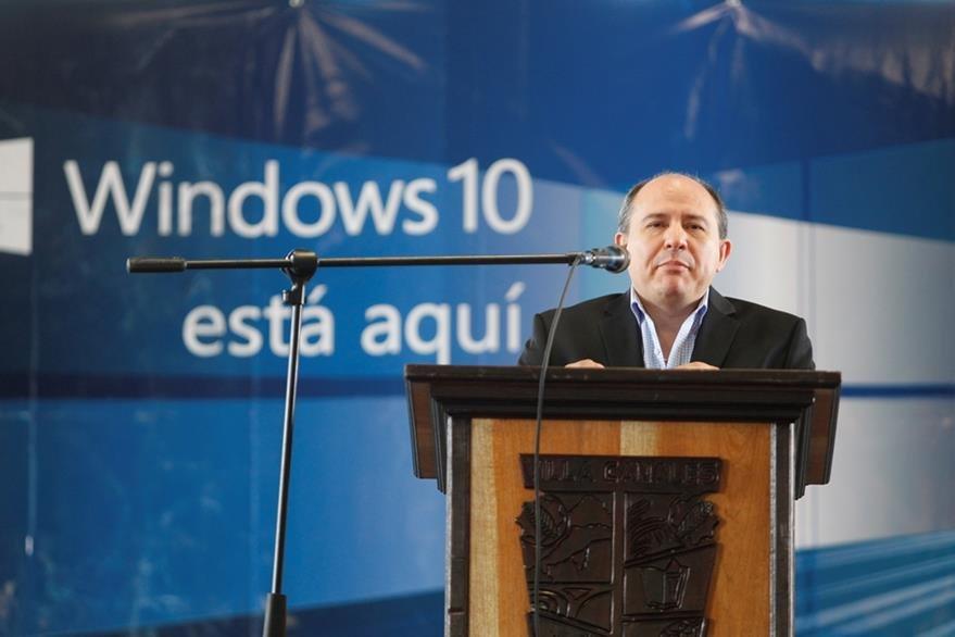 Roberto Marroquín, Gerente General de Microsoft Guatemala, durante el lanzamiento de Windows 10. (Foto Prensa Libre: Keneth Cruz)