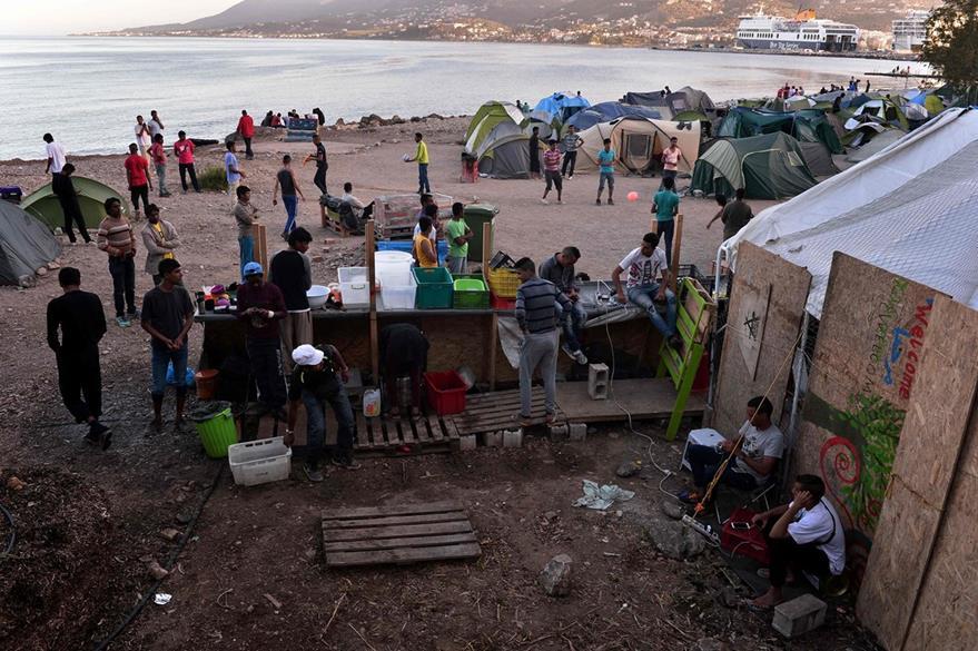 Migrantes afrontan situaciones precarias en Lesbos. (Foto Prensa Libre: AFP).