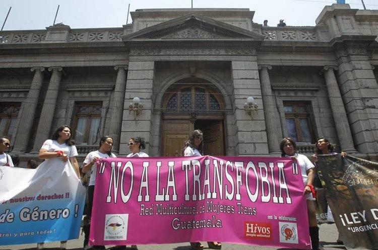 Las diferentes organizaciones pro gays y transgénero conmemoran esta fecha con manifestaciones pidiendo su inclusión en la legislación. (Foto: Hemeroteca PL)