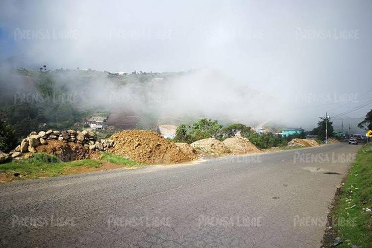 El paso de vehículos entre Ixchiguán y Tajumulco, San Marcos, amaneció despejado este miércoles. (Foto Prensa Libre: Estuardo Paredes)