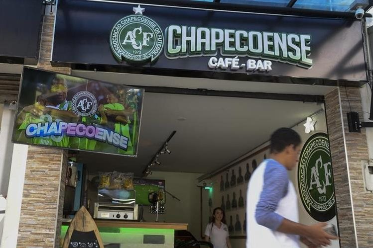 Hace doce días Chapecoense, café-bar fue abierto en Medellín. (Foto Prensa Libre: AFP).
