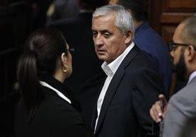 Otto Pérez y Roxana Baldetti, luego de la audiencia judicial del caso Cooptación del Estado. (Foto Prensa Libre: Paulo Raquec)