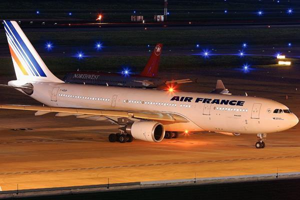 Un Avión Airbus A330 como el de la fotografía desapareció en 2009. (Foto Prensa Libre: AP)