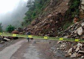 Derrumbe en la carretera que de Sinibal conduce a la cabecera de San Marcos.(Foto Prensa Libre: Whitmer Barrera)