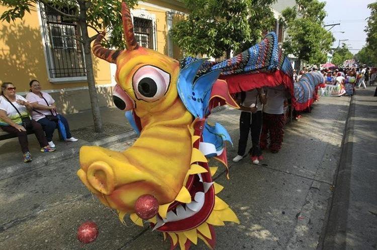 La actividad inició en el parque Jocotenango, zona 2 y terminó en la Plaza de la Constitución, zona 1, de la capital. (Foto Prensa Libre: Carlos Hernández)