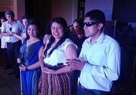 Los tres ganadores recibieron el apoyo del público que llegó al Paraninfo Universitario. (Foto Prensa Libre: Conadi)