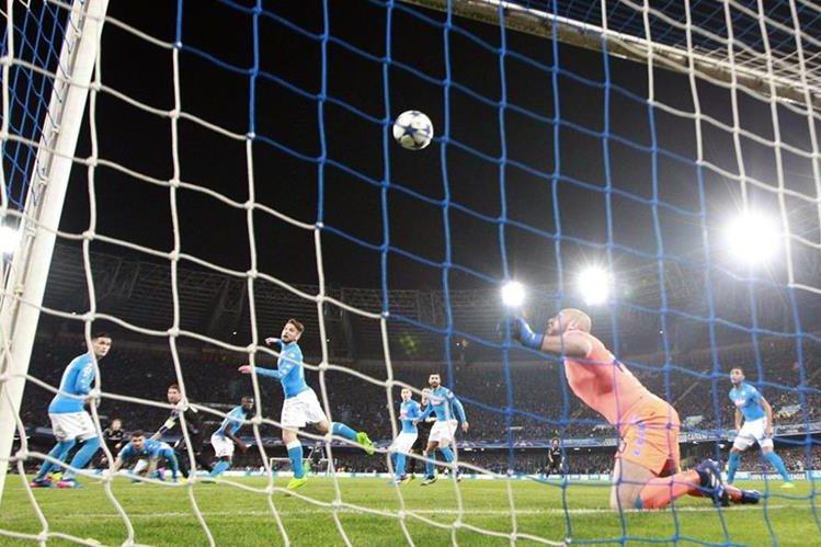 El capitán del Real Madrid consiguió doblete en el duelo frente al Nápoli. (Foto Prensa Libre: AFP)