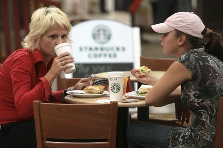 Las cadenas de café Starbucks y Costa son cuestionadas por la cantidad de azúcar. (Foto Prensa Libre: Hemeroteca PL)