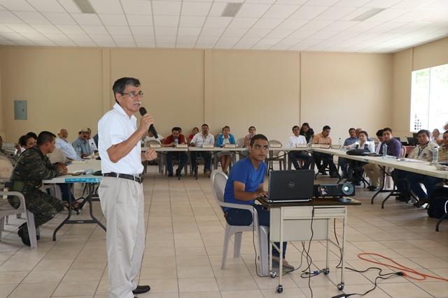 La detección de 42 casos y dos muertes por fiebre tifoidea alarma a las autoridades y población. (Foto Prensa Libre: Rigoberto Escobar)