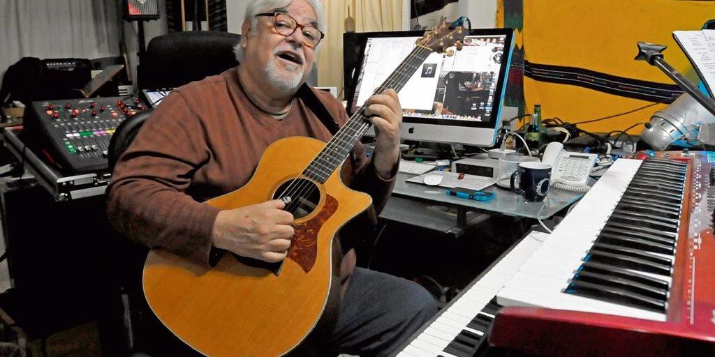 Luis Galich festeja 40 años de vivir la música - Prensa Libre - Prensa Libre