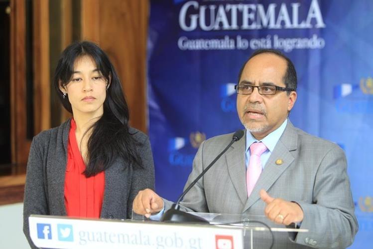 El ministro de Educación Óscar Hugo Lopez ha sido citado al Congreso 67 veces; la ministra de Salud, Lucrecia Hernandez, una vez. (Foto Prensa Libre: Hemeroteca PL)