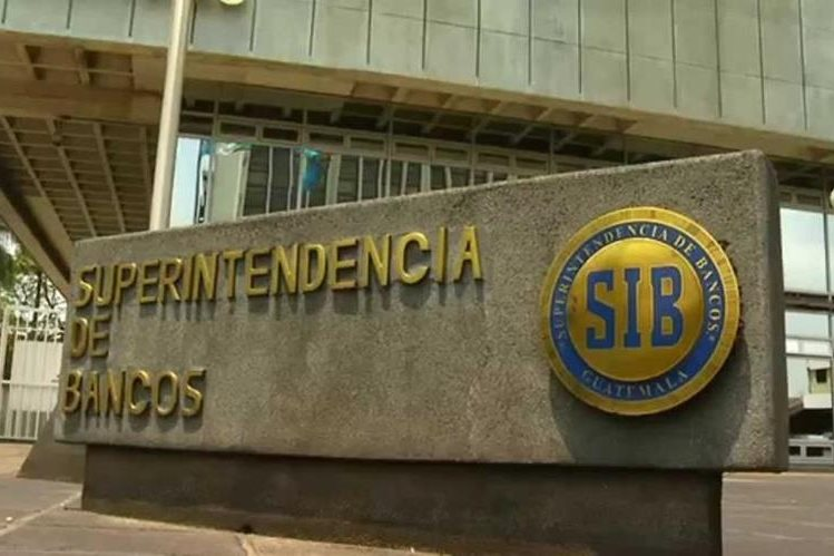 En la Superintendencia de Bancos se puede solicitar el historial privado. (Foto Prensa Libre: Hemeroteca PL)